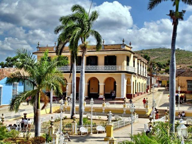 plaza-mayor-trinidad-2jpg_edited